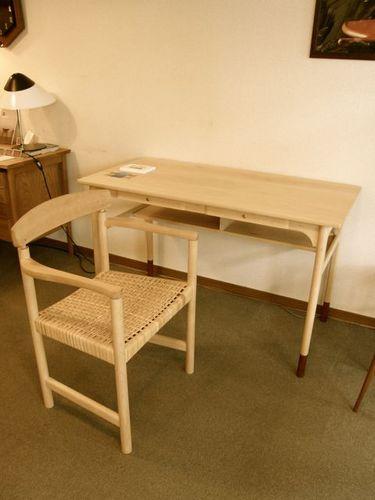 ykt desk&905.jpg